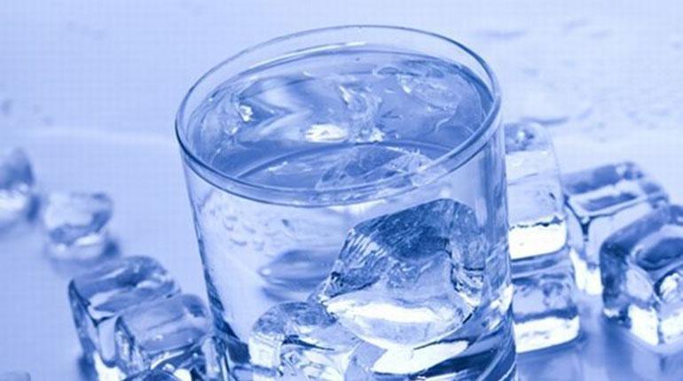 Cómo enfriar una bebida rápidamente