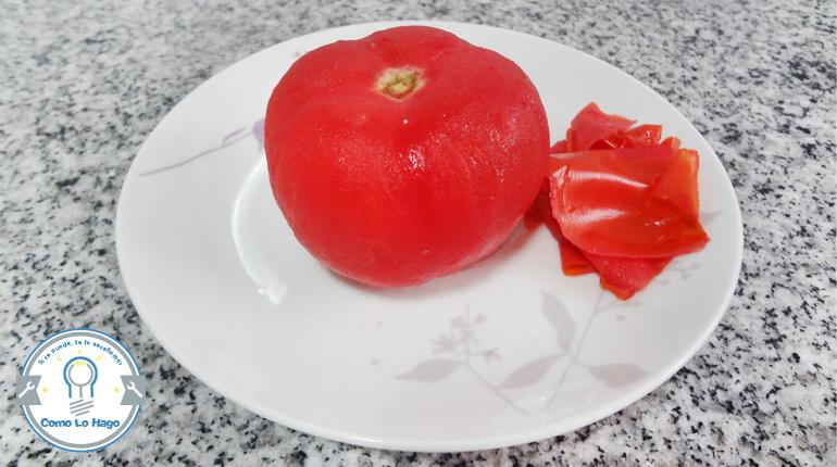 Cómo pelar limpiamente un tomate