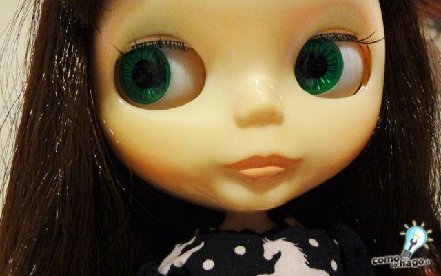 Cómo cambiarle las pestañas a una muñeca Blythe