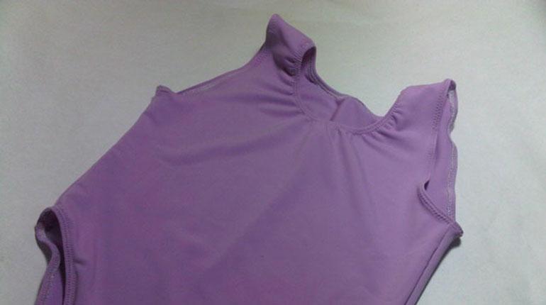Cómo coser un leotardo con zigzag