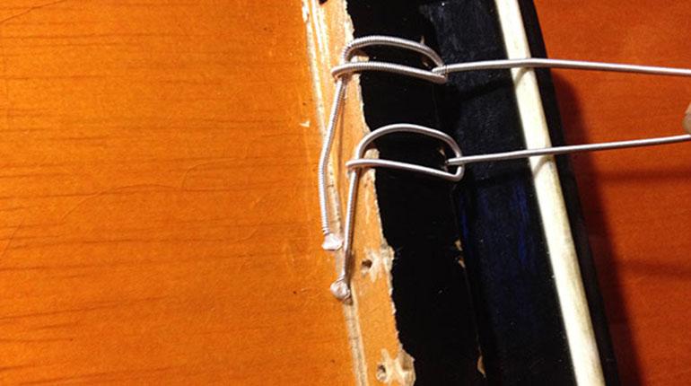 Cómo cambiar las cuerdas a una guitarra acústica